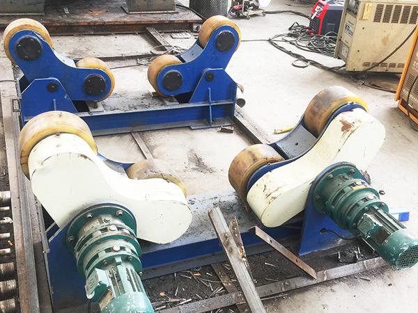 自调式焊接滚轮架设备